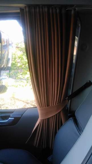 Rideaux de coté Made in holland doubler même tissus avec bande cuir ...