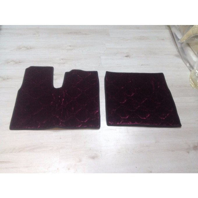 tapis sol adaptable man en velour bordeaux en stok